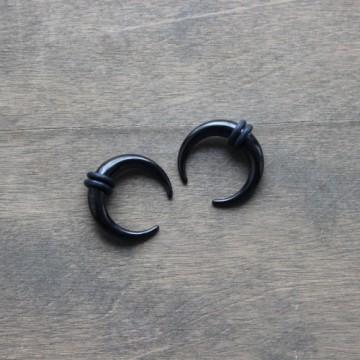 Ozdoba w kształcie rogala ze stali