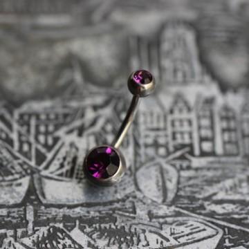 Tytanowy kolczyk do pępka z fioletowymi kryształkami