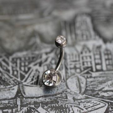 Tytanowy kolczyk do pępka z bezbarwnymi kryształkami