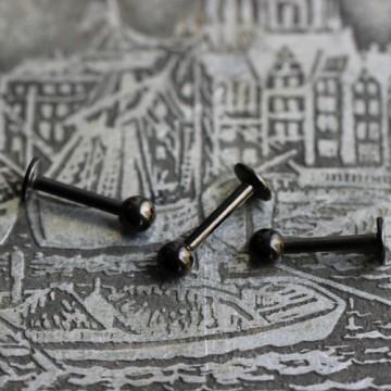 Labret ze stali anodyzowanej czarny z kulką