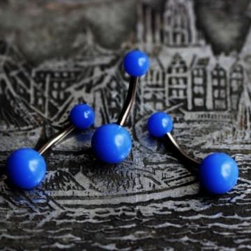 Tytanowy kolczyk do pępka z niebieskimi kulkami