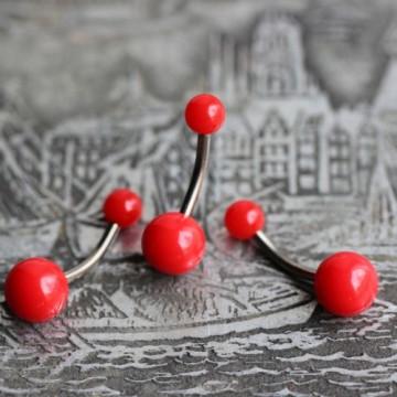 Tytanowy kolczyk do pępka z czerwonymi kulkami