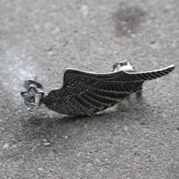 Nausznica ze stali chirurgicznej w kształcie skrzydła BEZBARWNY