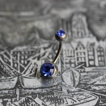 Tytanowy kolczyk do pępka z niebieskimi kryształkami