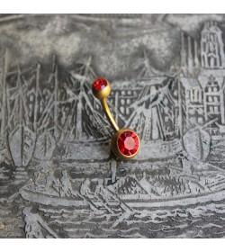 Kolczyk do pępka w kolorze matowego złota z kryształkiem CZERWONY