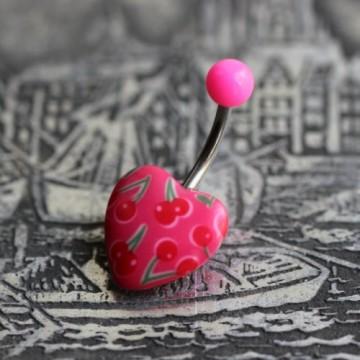 Stalowy kolczyk do pępka z różowym sercem z wisienkami