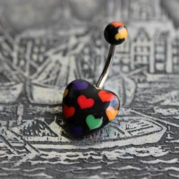 Stalowy kolczyk do pępka z czarnym sercem z kolorowymi serduszkami